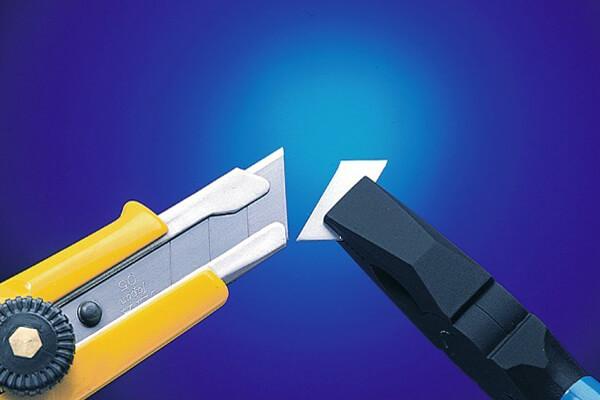 C065 Cuttermesser 18mm OLFA L-1 Klinge mit Zange abbrechen CURT-tools_