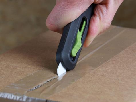 Foto Sicherheitsmesser Slice Keramik Sicherheitsmesser für hohe Sicherheit vor Schnittverletzungen hier beim Schnitt von Klebeband